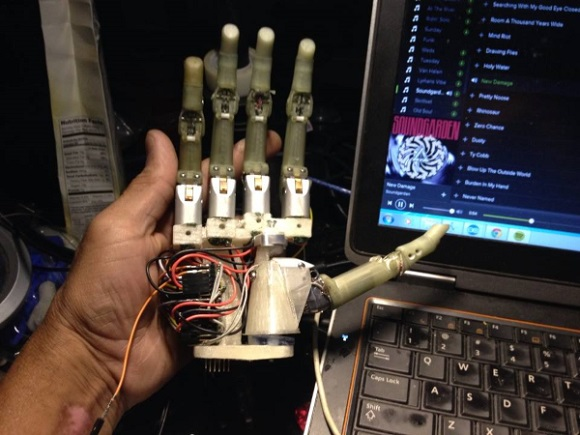 GE Engineer Lyman Connor 3D prints a DIY bionic hand to help a boy he met in hospital