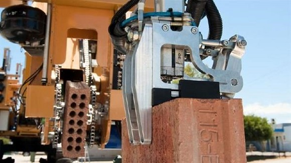 FastBrick Robotics introduces an automated 3D printing machine for printing bricks