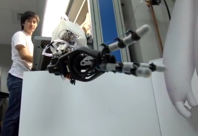3D printed fingers along with fiber optical sensors help to make robotic hands more dexterous