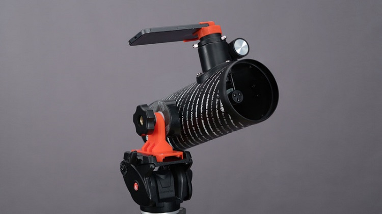 Take Beautiful Photos With Your Smartphone Using 3D Printed Telescope Adapter