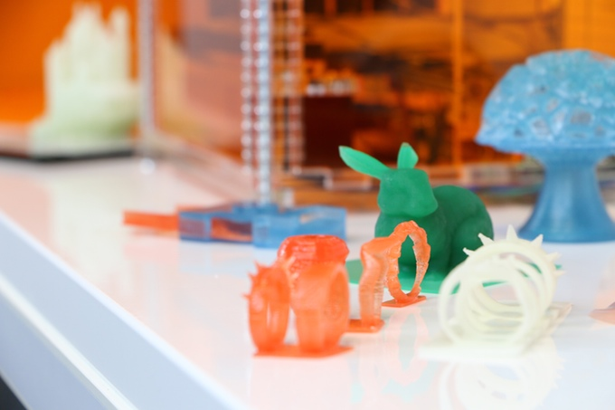 iBox Macro Resin 3D printer combines good printing qualities and environmentally-friendly characteristics