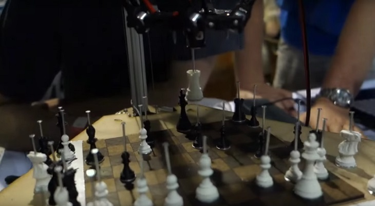 Patrick Graham's 3D Printer that Plays Chess